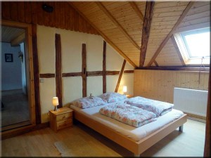 kastanienfof-kraemer-urlaub-auf-dem-bauernhof_odenwald-waldbrunn_spatzennest-schlafzimmer-2